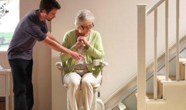 Koop een traplift met functies die aan uw behoeften voldoen